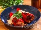 Рецепта Печени пълнени чушки с кайма, ориз и заливка от сос Бешамел